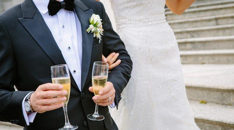 Lze se vzít i za pár korun nebo je třeba si na svatbu půjčit?