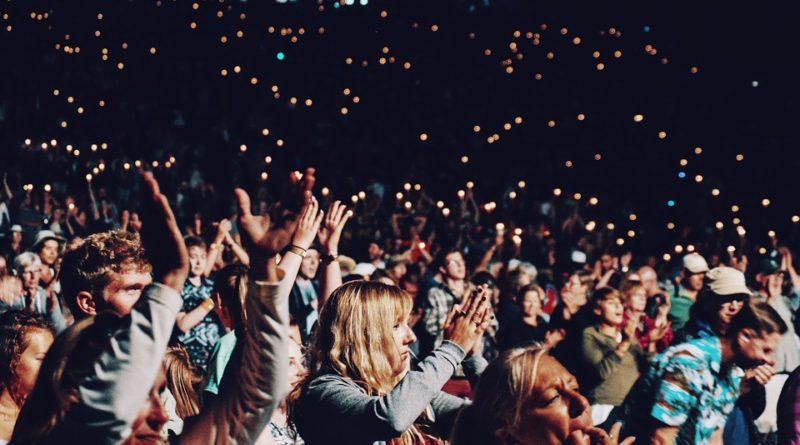 Metallica v Praze zazářila. Skoro dva miliony korun ze vstupenek jdou na obědy pro děti